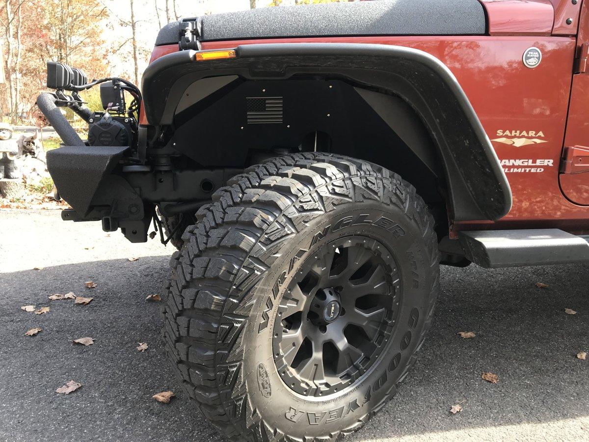 Front driver's side tire rim hood bumper.jpg
